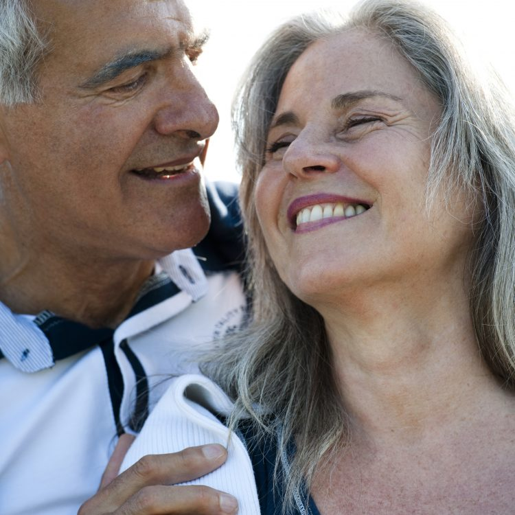 Dentures I Mini implants - ideal dental care